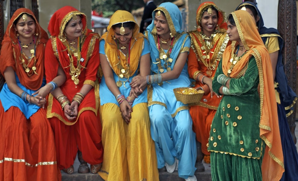 Women sitting outside in indian attire. <http://www.magariblu.com>