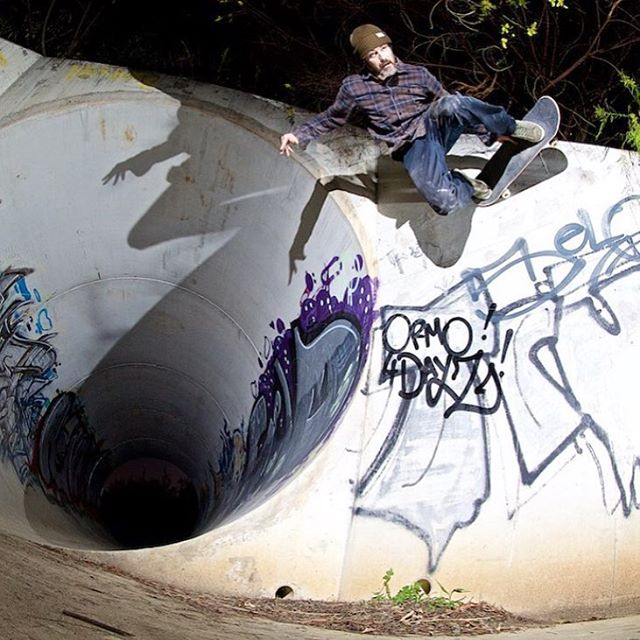 @andrewcurrie flys out of a troll hole stolen from @hoonskateboards 😃