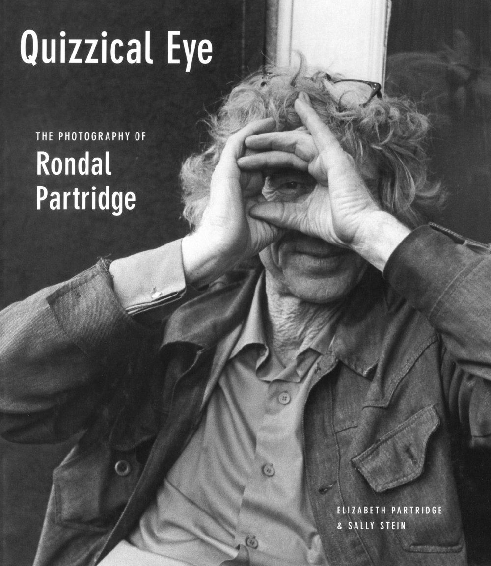 Quizzical Eye: The Photography of Rondal Partridge - Quizzical Eye collects a lifetime of work by eighty-five-year-old photographer Rondal Partridge--son of the renowned photographer Imogen Cunningham, apprentice to Dorothea Lange, and protege of Ansel Adams. Intimately associated with the great photographers of his time, Partridge has absorbed all the techniques his famous teachers could give him, yet he wears this professional lineage lightly, dedicating himself to following the paths where his own strange genius leads him.Quizzical Eye: The Photography of Rondal Partridge is filled with breathtakingly intimate portraits, devastating environmental statements, compositional wonders, and telling moments from six decades of American history--the essential works of a man who has dedicated his long life to capturing single moments on film.