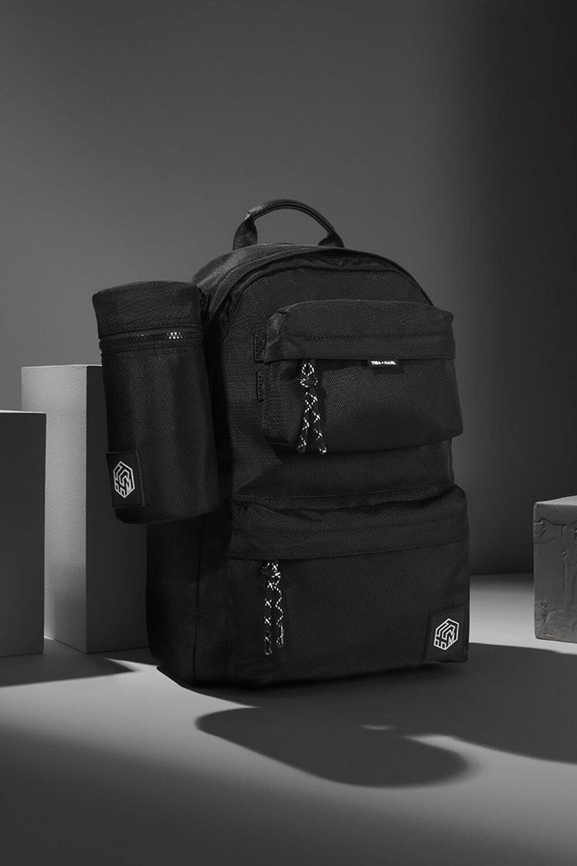 concept-changing-backpack-insulated-bottle-holder.jpg