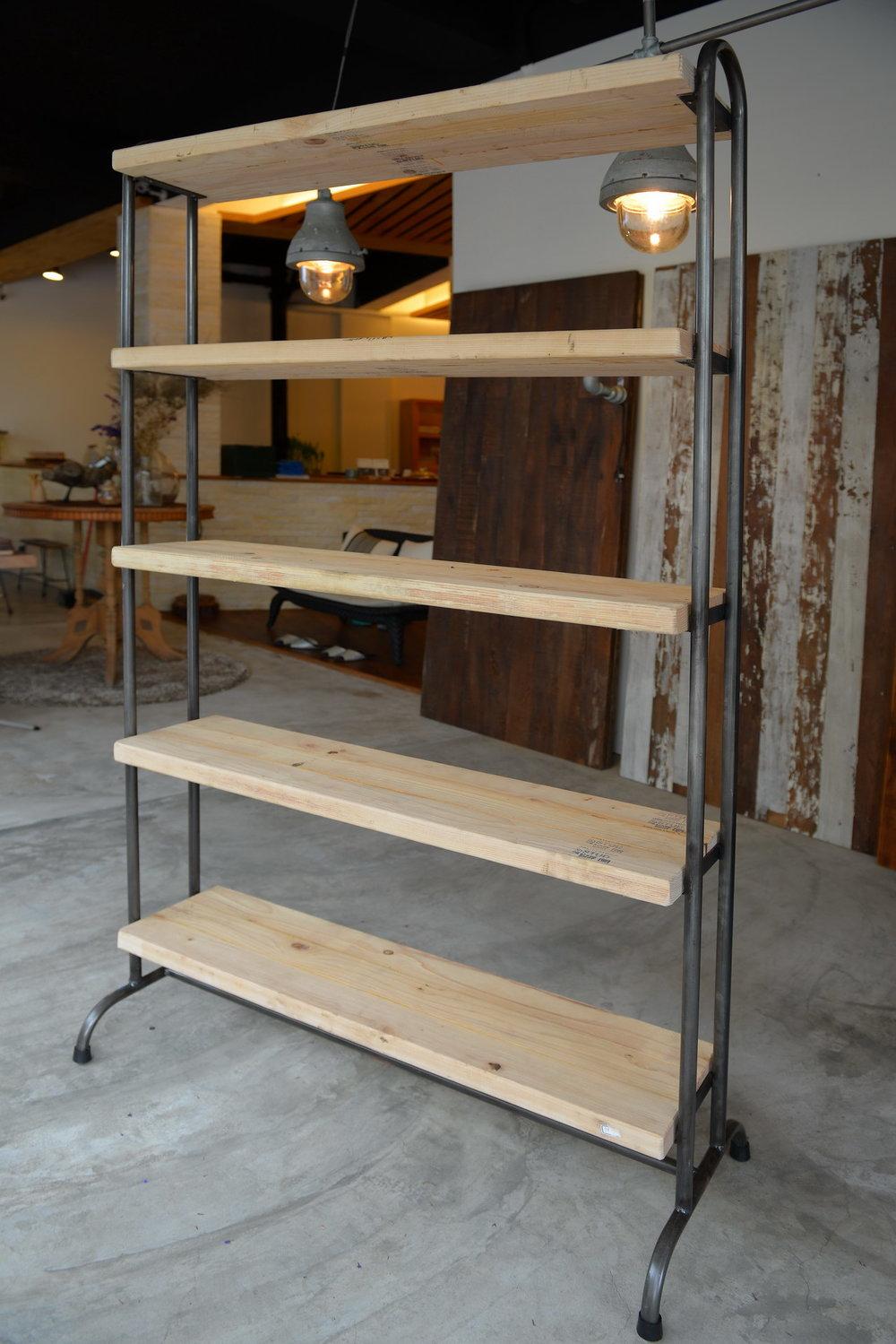 CU02 Bristol pine cupboard (L-5) 松木  size 100*h182*d24 NT 13,000 (未稅) 已售出、已停產