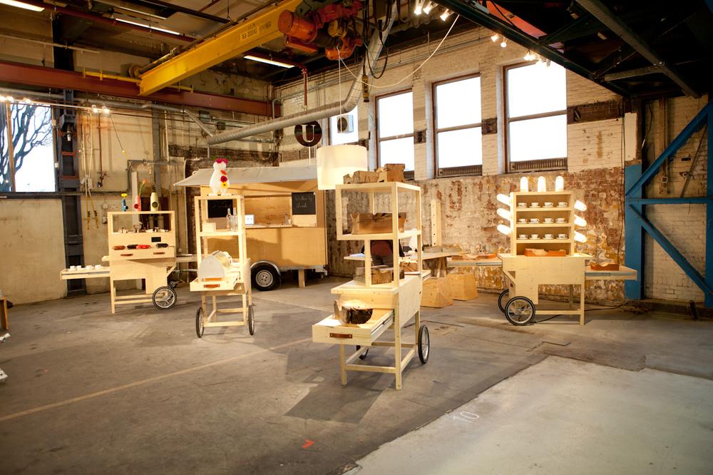 Usualson Wheels is de popup-expo van designduo Mirjam van der Lubbe en Niels van Eijk. Een mooie verzamelinggelimiteerde en unieke producten gepresenteerd in speciale kasten en karren.