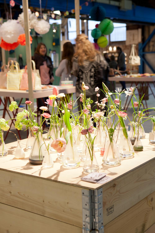 Vlinder & Vogelheet het ontwerpatelier van Saskia de Valk. Zij maakt in opdracht bloemenbeelden op locatie. Onze partner in bloemen!