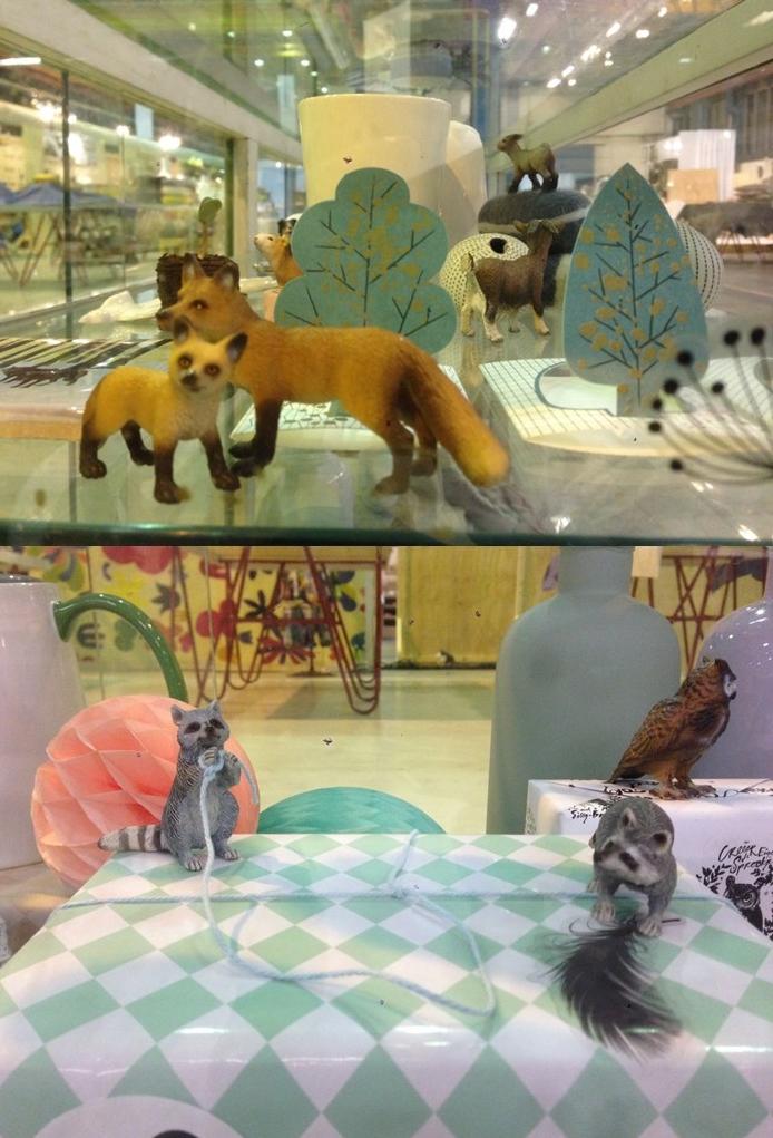Martine van omstebeurt en Le Diorama maakte een prachtig diorama in een grotevitrine. Producten van deelnemers kwamen tot leven!