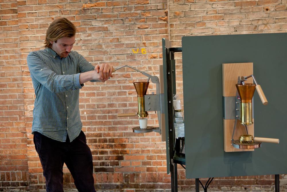 Perfectie, eenvoud en transparantie. Met die uitgangspunten heeft Wouter Strietman de espressomachine Strietman ES3 ontworpen, in actie te zien in het Transformatorhuis!