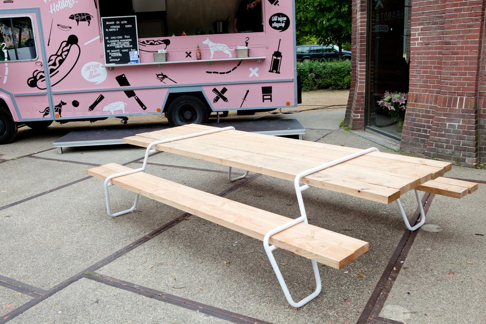 De Everdag tafels van Patrick Kusters zijn flexibel, persoonlijk en erg slim! Op showUP stonden ze bij de entree, naast de hotdogs van Brandt & Levie