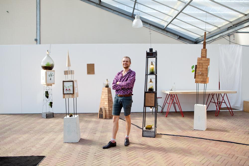 Jonael van der Sloot aka Spruitje maakt miniterraria. Voor showUP creëerde hij een expositie samen met Jouke Bouhuis.