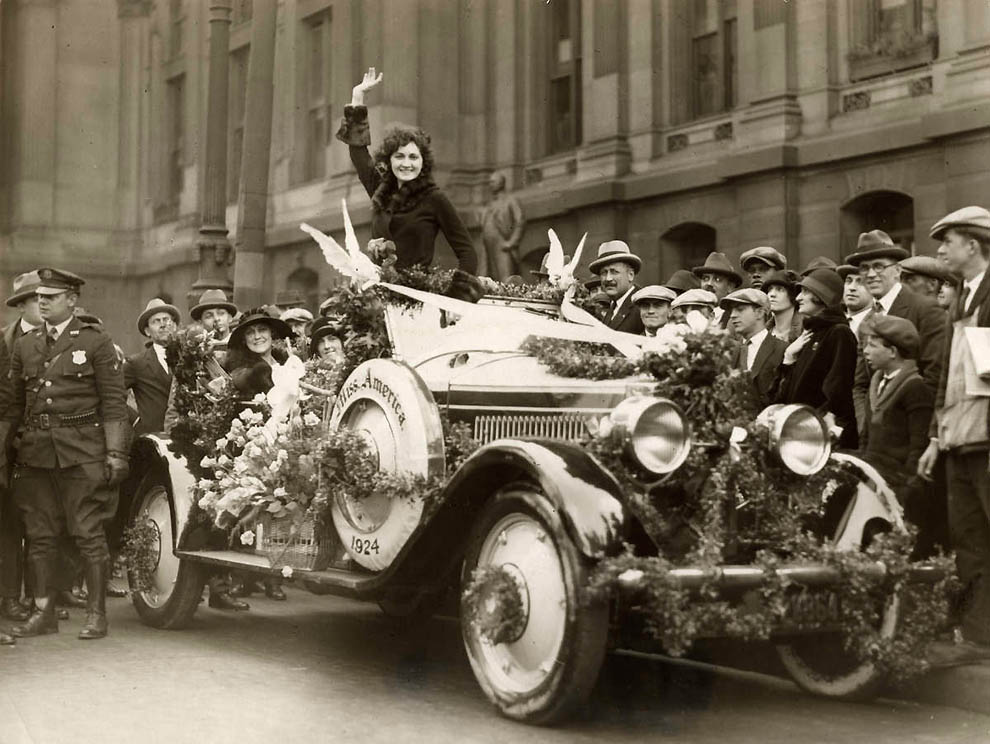 Riding around the streets of Philadelphia after being awarded the title of Miss America.Love it!
