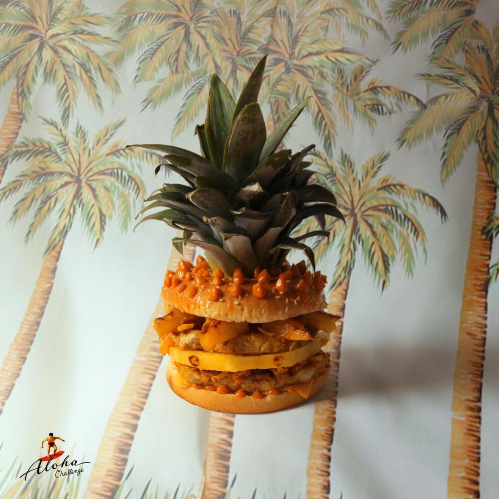 Bravčové mäso varené v karamelizovanej ananásovej šťave, čerstvý ananás, rozpustený čedar, nakladaná zelenina, americká omáčka so zázvorom a Tabascom.