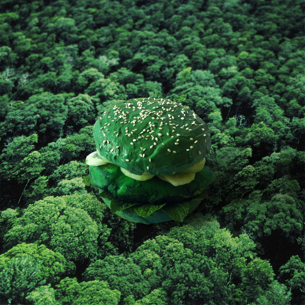 Wasabi smotanový syr so zeleným farbivom, uhorky, čerstvá mäta, marinované kuracie mäso a zelené farbivo.