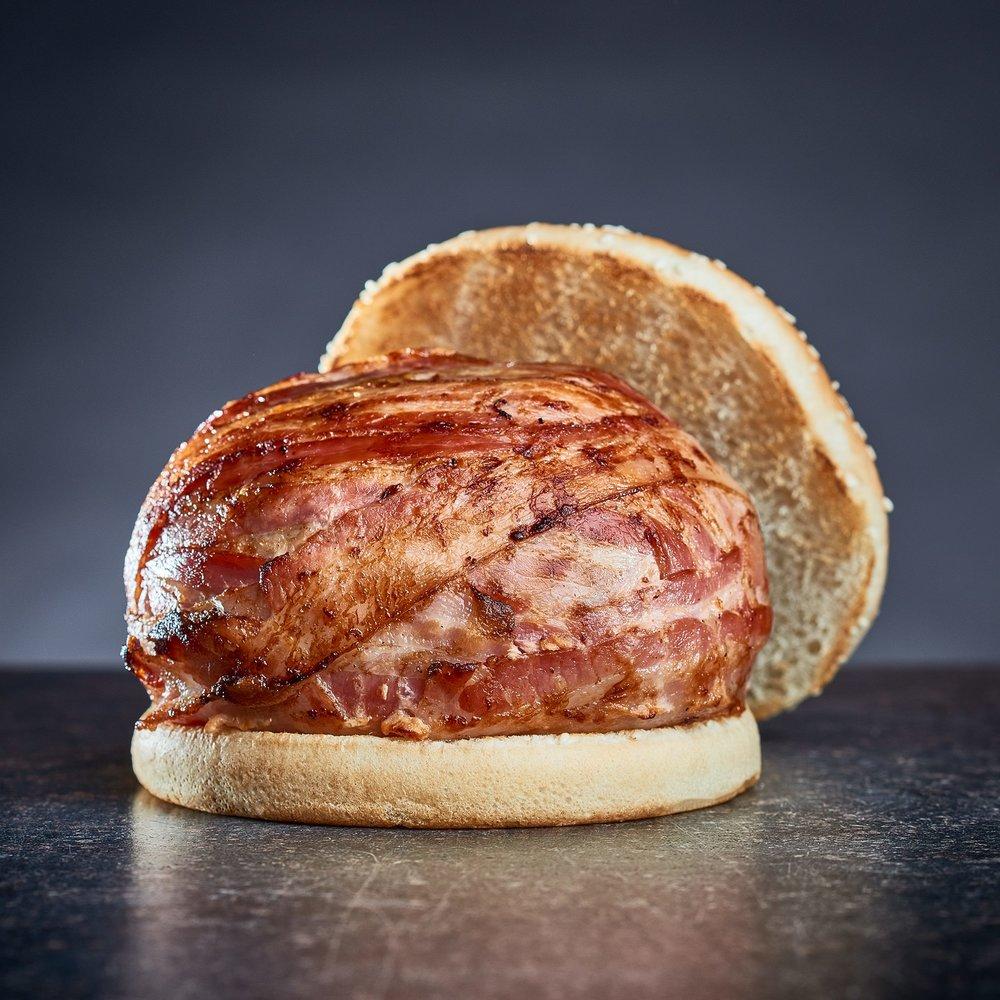 Aj tento december sa vrátila Royal Lucy - štedrá porcia hovädzieho mäsa, cheddaru a prémiovej slaniny s Jack Daniel's BBQ omáčkou.