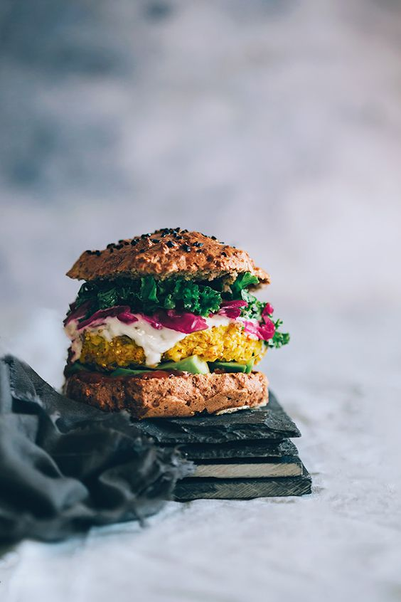 Zdroj: Pinterest/The awesome green - Veggie burger s kyslou červenou kapustou