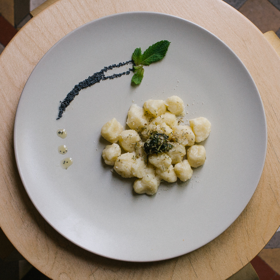 Hey guys, remember that time we made gnocchi this summer and wanted to photograph it all nice? Well, here's the photo (finally) ... sorry for the delay.