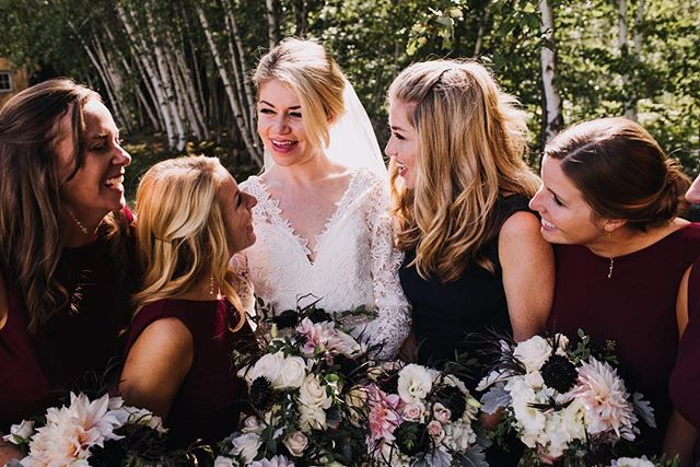 Squad. Goals. I can't even tell you how badly I wanted to throw down my cameras, grab a bouquet and be in with these amazing ladies 😍 #marshalltakesamulligan