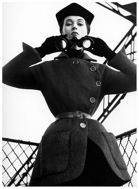 Dovima,1950. Photographed in Paris by Richard Avedon for Harper's Bazaar.