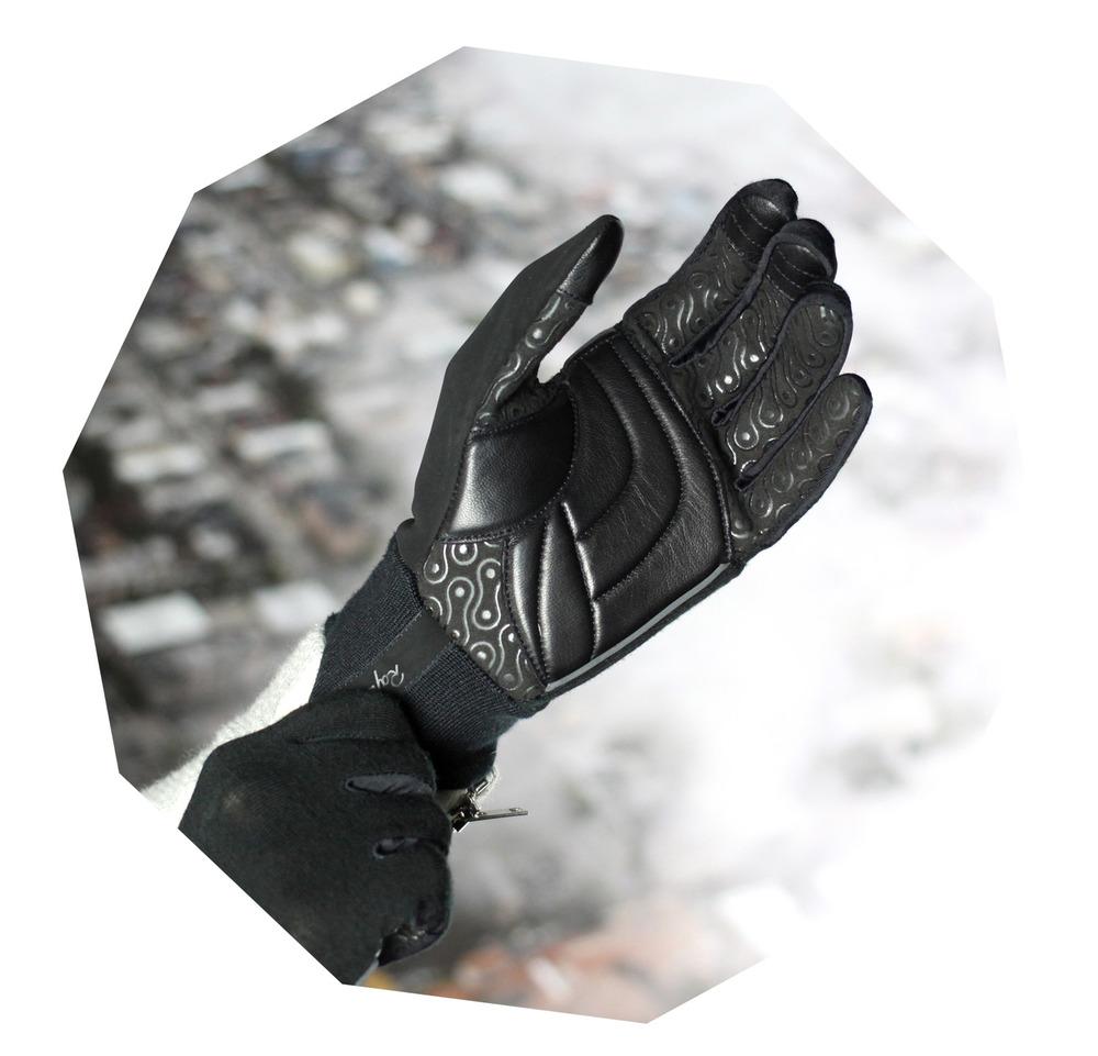 GloveWear.jpg