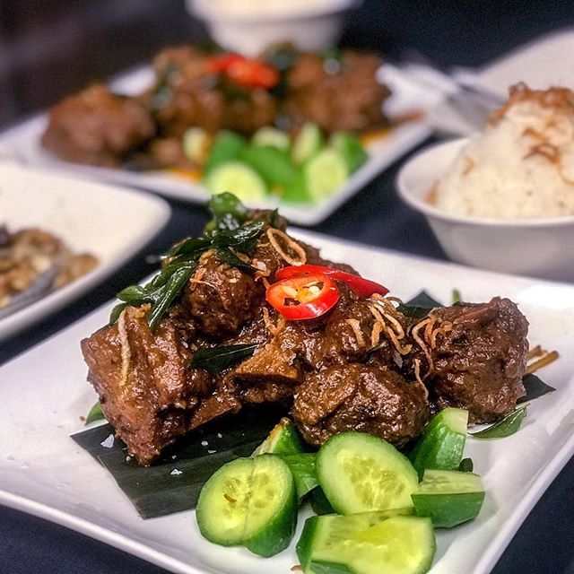 WE'RE BACK!!! THE HACKER EMAILED AND JUST GAVE ME BACK THE ACCOUNT AND SAID SORRY. DOES THIS HAPPEN?! ALSO, THANKS FOR NOTHING @instagram  Rendang Oxtail Tonight BTW.  #mmmalay #nyonya #soos #soostoronto #reimagining #malaysian #streetfood #malaysianfood #ossington #torontoeats #tastetoronto #toreats #ieatto #torontofood #torontolife #blogto #ypdine #torontofood #tastetoronto