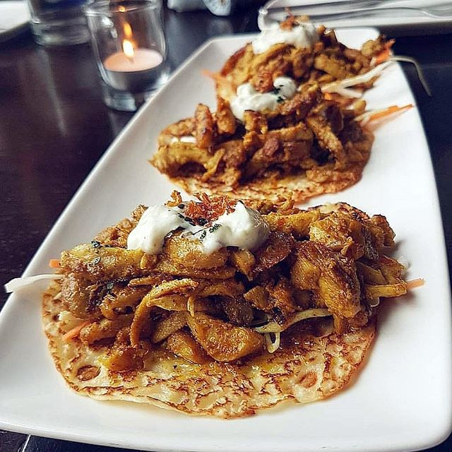 These Kapitan Tacos 😋😋 #soos #soostoronto #reimagining #malaysian #streetfood #malaysianfood #ossington #kapitan #tacos #thursday #toronto #torontolife #blogto #ypdine #torontofood #tastetoronto #ieatto #toreats #torontoeats #tastetoronto