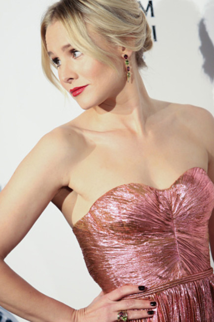 Kristen Bell wears Sarah Hendler peridot and garnet jewelry to the Art of Elysium gala