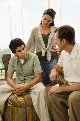 parents-talking-with-teenager-saidaonline1.jpg