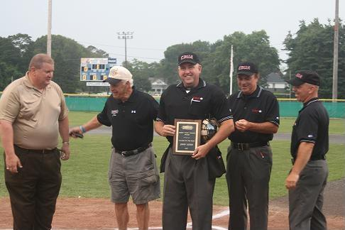 John Leeds accepts Clement Award for umpires