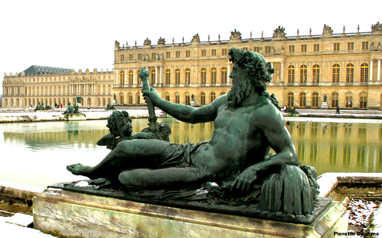 Versailles Reclining Statue cropped.JPG