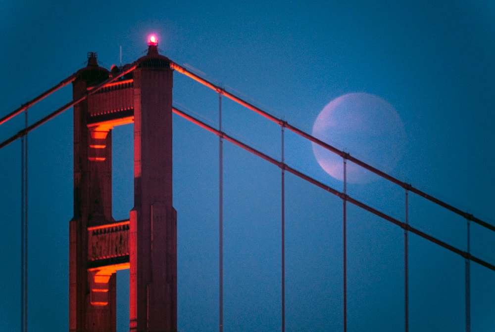 Golden-gate-and-lunar-eclipse-4