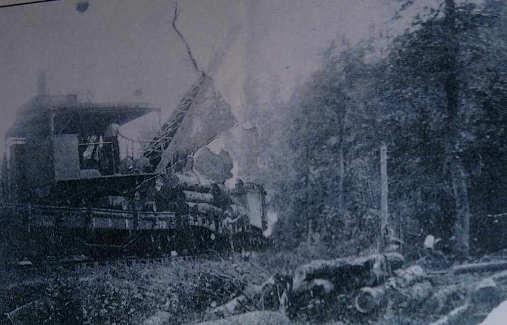 Steam shovel at The Basin at the top of the Incline