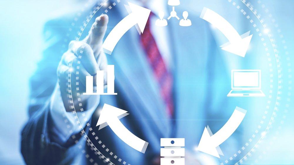 SIMPLIFICACIÓN Y DIGITALIZACIÓN DE OPERACIONES - Construimos flujos de trabajo simples, con procesos fluidos e integramos el uso de tecnología móvil para automatizarlos y así asegurar altos niveles de agilidad, productividad y eficiencia.
