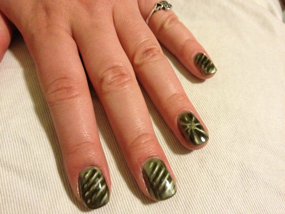 china_glaze_magnetix_cling_on_diagonal_accent_star.jpg