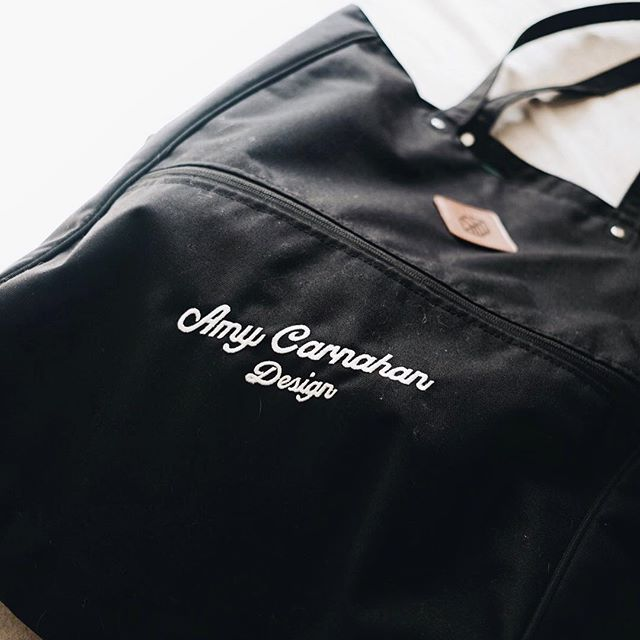 My favorite tote with a little Amy Flair🙌🏻 DM me if you are interested in a Amy Carnahan Design Tote by Jones @jonesgolfbags #poolbag #purse #parkbag #picnicbag #snackbag #soccergamebag #drycleaningbag #travelbag #doggiebag #babybag @amycarnahandesign @citymama13