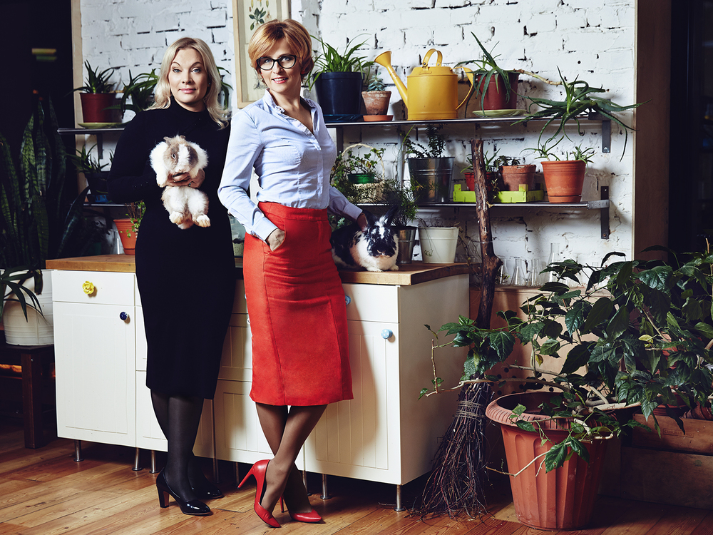 Olga Zakharova and her assistant for SnC mag