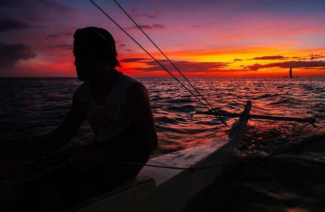 Sundown. 🇵🇭 #itsmorefuninthephilippines #philippines #manila #asia #sunset #streetphotography #travel #instatravel #travelgram #wanderlust #picoftheday #beach #makemoments #travelstoke #landscape #portrait #awesome #mextures #passionpassport #roadtrip #adventure #natgeo #photooftheday #travelphotography #travelling #traveltheworld #vsco #hypebeast #trip #iphone