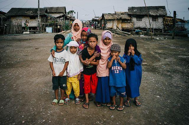 Tungawan, Zamboanga. Mindanao, Southern Philippines. 🇵🇭 . . . #philippines #mindanao #culture #everydayphilippines #islam #streetphotography #travel #instatravel #travelgram #wanderlust #picoftheday #itsmorefuninthephilippines #makemoments #travelstoke #children #portrait #awesome #leica #passionpassport #roadtrip #adventure #natgeo #photooftheday #travelphotography #travelling #traveltheworld #vsco #hypebeast #trip #iphone