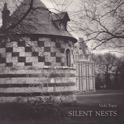 Silent Nests , Vicki Topaz(Kehrer Verlag, Heidelberg, DE), 2011,authored essay