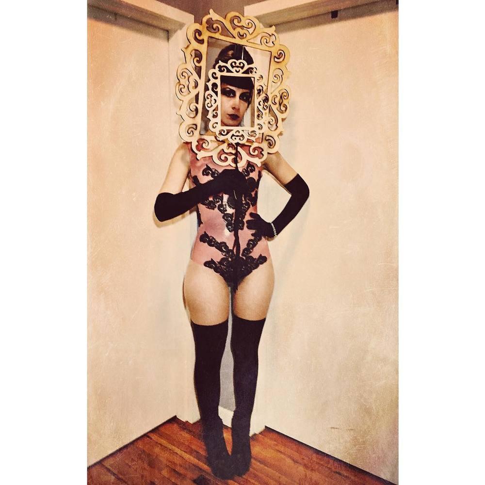 Headed to the #surrealistball tonight at @theroxyhotelnyc. Wearing #babyloveslatex #latexlace #bodysuit and #alexandermcqueen heels. #surrealball #surrealism #nycnightlife #bespokelatex #couturelatex #latexdesigner