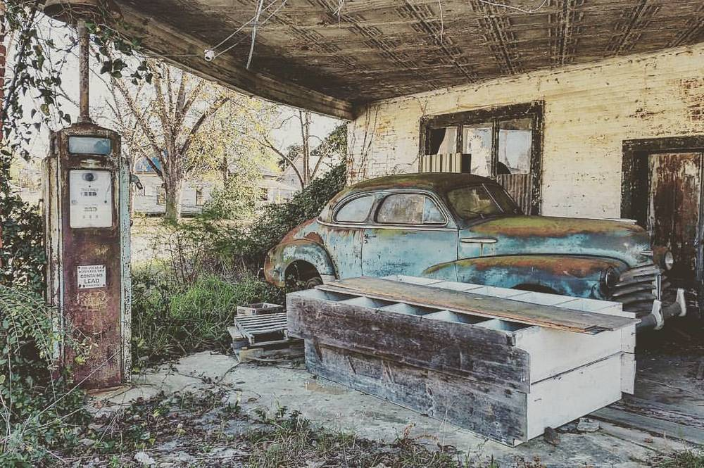 theraggedyd0ct0r: Nature's Take-Over. #FillErUp #BackToDust #History (at Kite, Georgia)