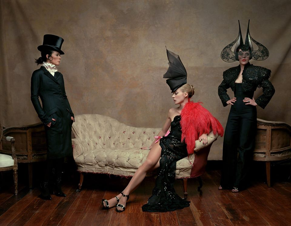 thecurrentintogrey :    Lady Amanda Harlech, Daphne Guinness and Isabella Blow wearing Philip Treacy's hats. Diego Uchitel, 2002. SCALA REGIA