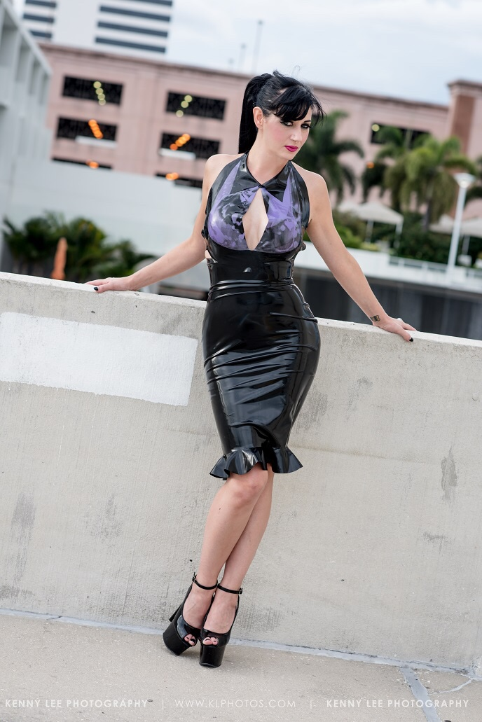 nyxonagogo :     Photo by Kenny Lee Photography. Latex by Baby Loves Latex & Vital Vein