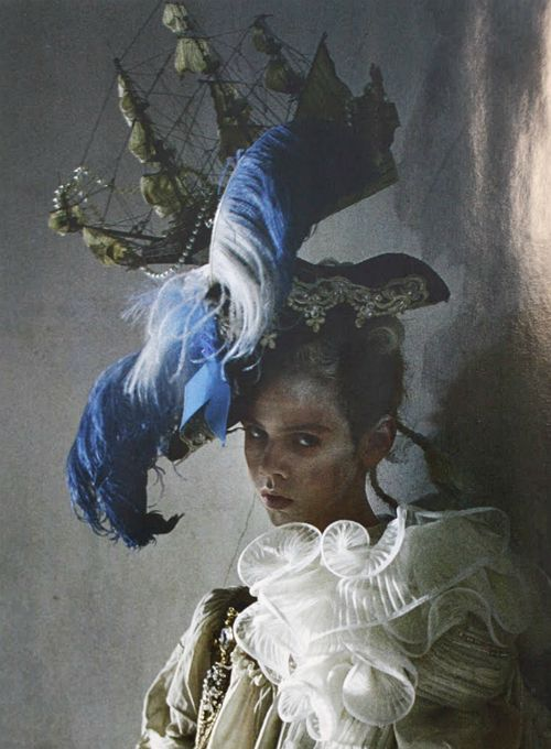 fashionph :     N°124 Avant Garde Headdress #8  (Lady Grey by Tim Walker)