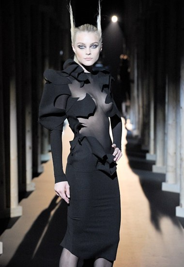 darkfashiondaily: Thierry Mugler fashion's dark side, daily