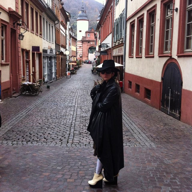 Just another day hanging out in #Heidelberg #germany. #blackhat, #ReneeMasoomian #latex #wintercoat, #Alexandermcqueen sunglasses, #blackmilk leggings, and #unitednude wedges. #dark #darkstyle #darkfashion #fashion #style #latexfashion #latexcouture #travelfashion #sightseeing