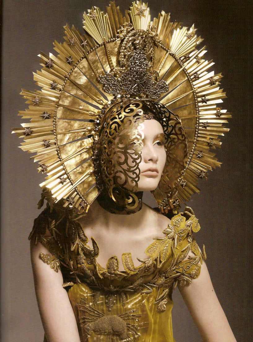 mcqueeninglory :     Alexander McQueen,  Gold standard