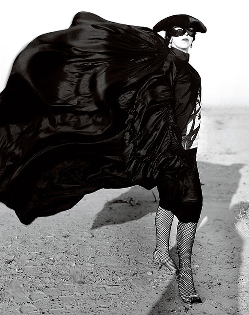 thentm :      Isabella Blow captured by Donald McPherson in the Kuwaiti desert, December 2006