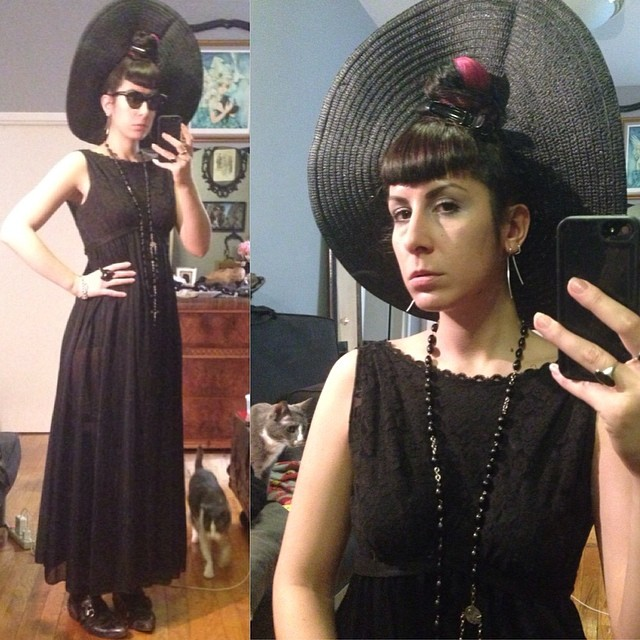 Going to have a walk in the park today. Just in a #sunhat, a #vintage #peignoir, and my #vintagesunglasses by #thierrymugler. #darkstyle #darkfashion #nycfashion #nycstyle #allblack