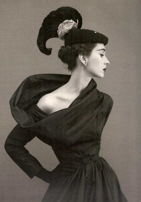 octavineillustration :       octavineillustration :     Classic beauty. Timeless Fashion.       Dovima, circa 1950's  Photographer: Richard Avedon Dress by Balenciaga