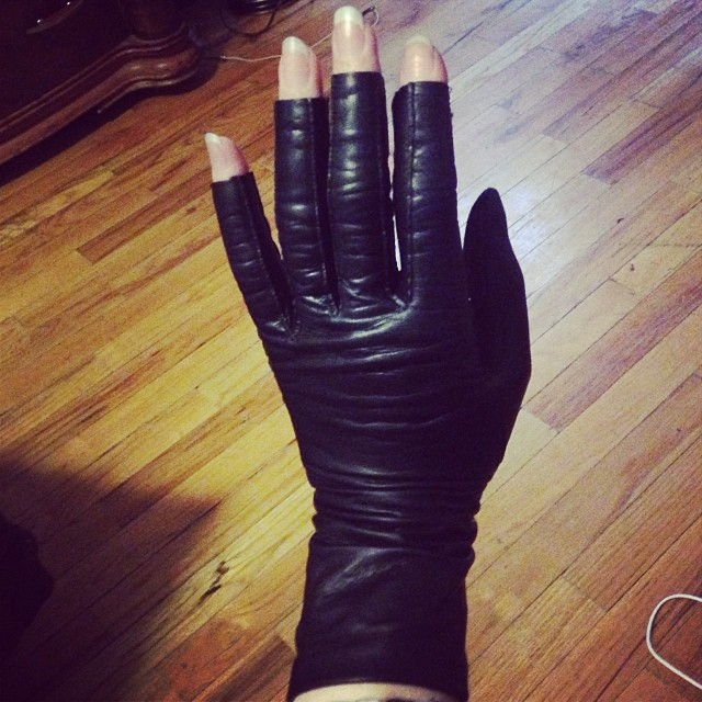 That problem when your fingers are to long for every pair of gloves you own so you have to cut off the fingers. #leathergloves #fingerlessleathergloves #leatherfashion #darkfashion