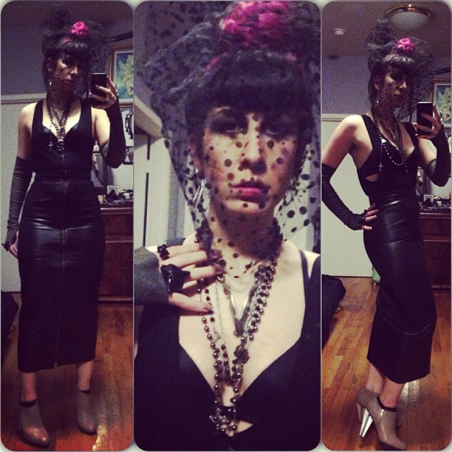 Heading to #doriangray soon dressed in #reneemasoomian #leathergloves and top, #jungletribe necklace from @deliciousboutique, #foxring by @elliotjackson1, and #unitednude cross heels. #nycfashion #nycgoth #nycnightlife #darkfashion #fashiongoth Don't forget to say my name at the door for free entry.
