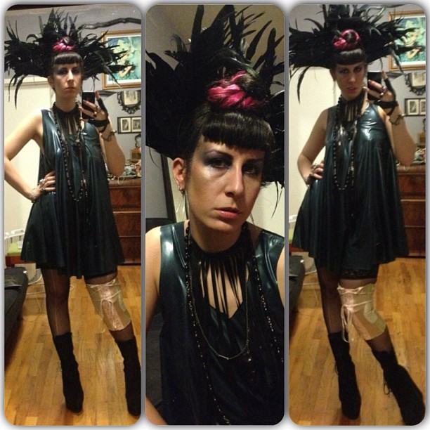 Heading out to #doriangray for my fashion show in #babyloveslatex dress and #reneemasoomian headdress. #latex #latexdress #latexfashion #fashionlatex #fashiongoth #nycfashion #nycgoth #nycnightlife