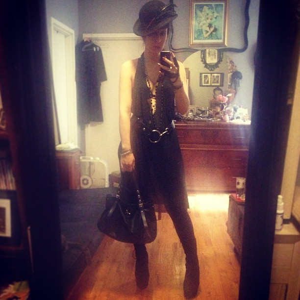 Off to run some errands and pick up things for my #fashion show.  #reneemasoomian dress, #viviennewestwood bag, #bloodmilk necklace #vintagehat
